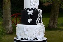 Black and white cakes / by Indira Ramirez