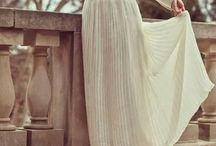 <<< LOOK JUPE LONGUE <<< / La jupe longue s'est fait sa place dans les tendances de cet été et est devenu la pièce incontournable à avoir dans nos dressings! Adoptez vite le look total jupe longue sur #Monshowroom.com / by MonShowroom.com ♥