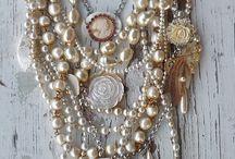 Pearls........!!!!!!!!!!! / by Tânia Sarú