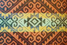 Textiles de Chile . / Diseños y técnicas  de telar utilizadas en diferentes zonas de nuestro país  y Argentina . Weaving  of Chile .  / by Rebeca Encina moriamez