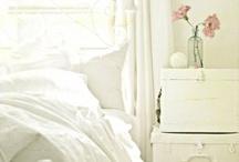 bedroom / by Miranda Nieuwland