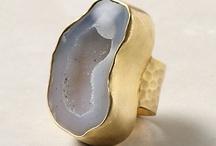 Accessories & Jewels / by Lorey Aragon