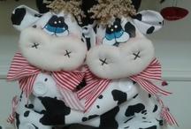 vacas / by Manualidades Libelys