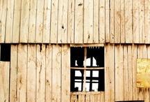 Love old Barns / by Jan Tschantz