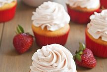 Cupcakes / Yummy treats that are fun to eat! / by Tishina Mindemann