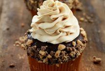 Cupcakes / by Lauren Saxton