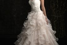 Wedding Dresses / by Millie Quintanilla