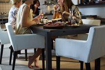 Blagovaonica / Lako je okupiti prijatelje za stol. Zato je naš blagovaonski namještaj dizajniran kako bi ti pomogao s onim težim dijelom – zadržati ih tamo. Jer, kad su stolice udobne, a stol baš prave veličine, svatko će rado ostati još malo (čak i kad nema deserta). / by IKEA Hrvatska