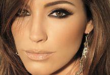 Beautiful Makeup / by Monica Montoya