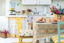 Adoro cozinhas! / Acho a cozinha o lugar mais especial da casa. Ali os sentidos afloram...a conversa rola solta...os sonhos tornam-se quase realidade...a vida fica muito, muito mais leve. / by Ana Neves