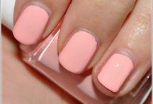nails / by Caroline Utt