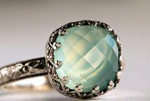 Jewels / by Maritza Dantas