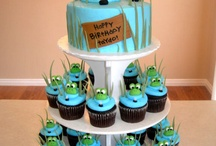 Frog bday / Frog cakes and decorations / by Heather Hilliard