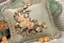bordado en liston / by Alma Rosa Olimpia