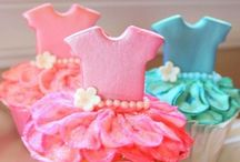 Big & Small Cupcakes & Mini Cakes / by Alison Mostert