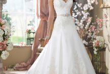 Wedding dresses / by Liz Lerro