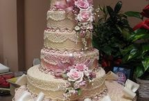 Beautifully Decorated Cakes, Cupcakes & Cookies / by Esther Menashe