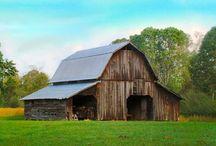 Barns / by KiperCreations