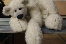 huggaBle BearS♡ / by Esteme van Zyl