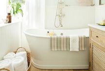 Bathrooms / by Mariana Henderson