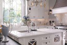Kitchens / by Yolanda Benintendi