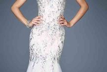 Prom dresses!!❤️ / Dresses / by Jennifer Nguyen