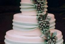 Wedding Cake Ideas / by Kelsey Luecke