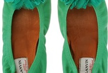 I heart shoes / by Moni Mandarine