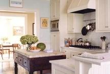 Breakfast Room and Kitchen / by Elizabeth Hudson