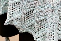 Mantas, cobertores e almofadas / by Carla Antunes