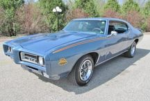 CLASSIC MUSCLE CARS / by Connie Huffman