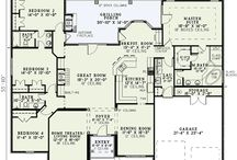 floor plans I like / by Gabrielle Guy-Haby