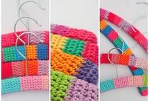 Crochet {tutorial} clothes hangers / by Jeannette