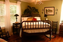 Vintage Bedroom Decor / by Ann Holaday