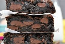 Om Nom Nom: Cookies, Brownies, and Bars / by Samantha Perez