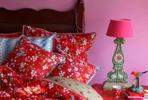 Dekbed overtrekken : Een slaapkamer mooi aankleden ? / Een slaapkamer mooi aankleden ? Bij Slaapkenner Theo Bot vindt u een mooie collectie dekbedovertrekken. Met bedtextiel kunt u uw kamer sfeervol maken. Dekbedovertrekken, spreien en kussens maken in een handomdraai van uw slaapkamer een mooi geheel.  / by Slaapkenner Theo Bot