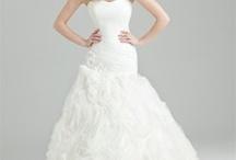 Luxury Wedding Dresses / by Mango Ni