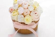 Delícia decorada... / Cupcake teve sua origem no Reino Unido, onde são chamados até hoje de Fairy Cakes (bolo das fadas) tradicionalmente um bolinho de baunilha com cobertura de fondant, presente no clássico chá das 5. O termo Cupcake é mencionado pela primeira vez no livro Seventy-Five Receipts for Pastry, Cakes, and Sweetmeats de Eliza Leslie, 1828. Esses bolos se tornaram populares devido a sua facilidade de cozimento. Originalmente os sabores eram básicos, feitos para crianças. Hoje em dia, o céu é o limite! / by Tatiane Felix Lopes