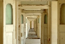 Doors / by Fleur Jardin