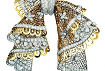 Accessories: Brooches / by Bashak Demirel