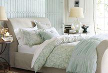Home sweet home decor / by Lauren Lyga