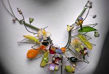 shiny! pretty! put it on! / jewelry to make or envy / by Bridget Habetler