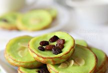 Indonesian Traditional Cakes,Cookies and Snacks / by Linda Tachikawa