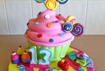 Giant Cupcakes / by Mariselis Torres