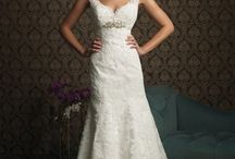 Wedding Dresses / by Amber Smith