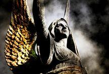 Magia y misterio en los cementerios / by Raquel Sanchez Simal