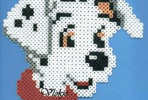 PERLER BEAD Y PLASTIC  CANVAS / by Elvia Padilla