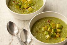 Soupe pour tous ! / Rien de tel qu'une bonne soupe, en hiver pour se réchauffer et une bonne soupe froide maison l'été pour se rafraîchir !  #soupes #gaspacho #soupefroide #750grammes #hiver #été http://www.750g.com/recettes_soupes.htm / by 750 Grammes