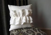 Pillows | Cushions | Puffs {SEW} / by Sara Soares