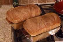 Food - Homemade Breads / by Gina Costantino